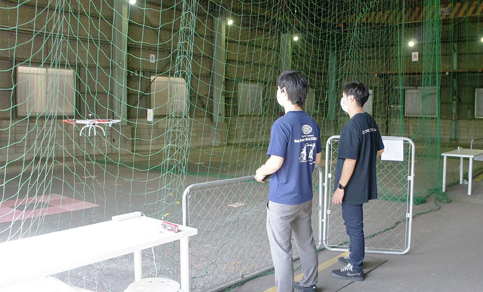 江東区潮見の広大な敷地で学ぶ最新のドローン技術